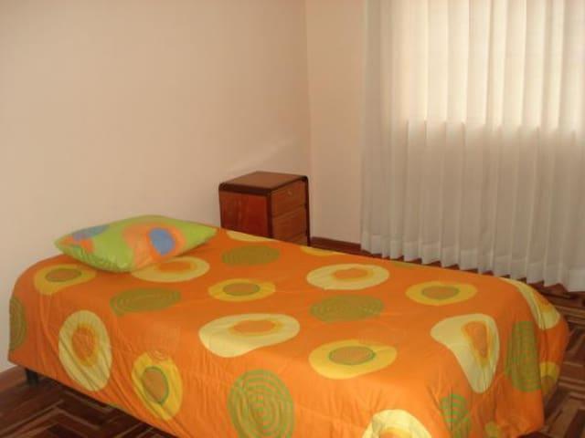 Habitación individual cerca a Paracas Pisco Perú