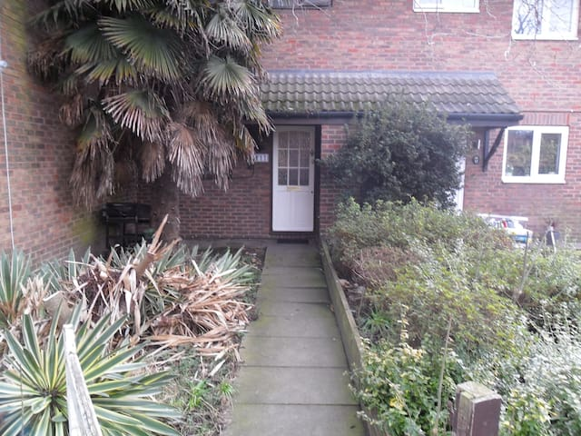Nice quiet house thamesmead London