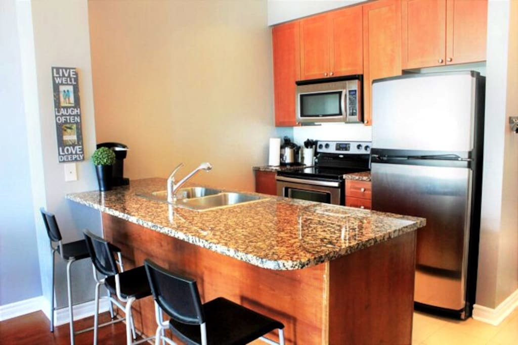 1br penthouse condo condominiums for rent in mississauga for Perfect kitchen restaurant mississauga