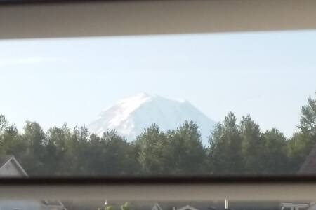 Welcome to our home with a mountain view - Orting - Talo