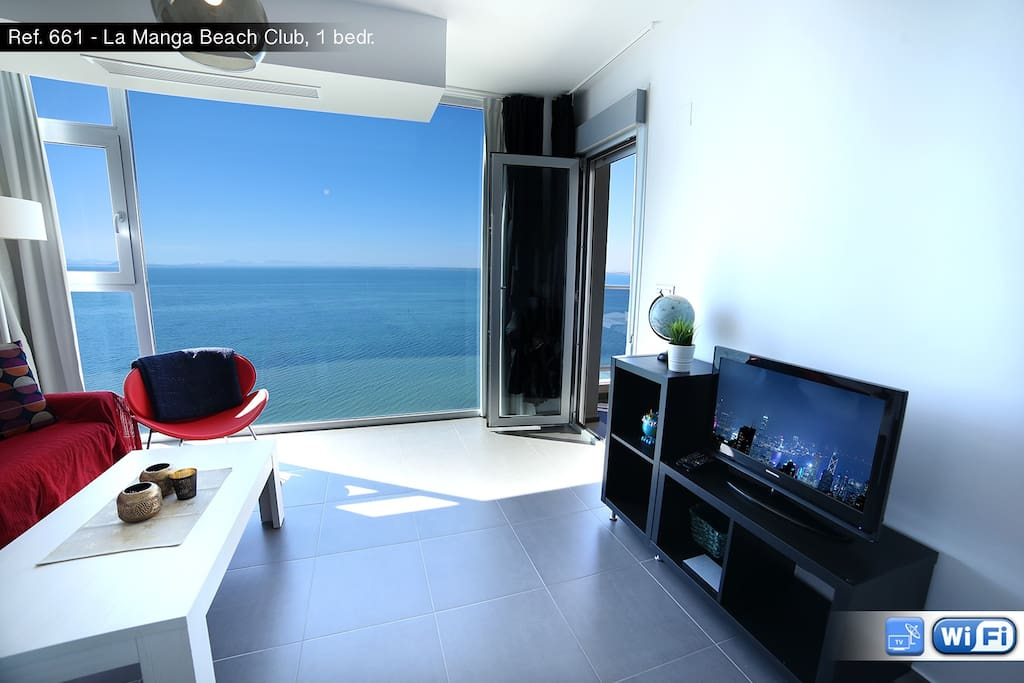 Lounge with the panoramic window view for Mar Menor