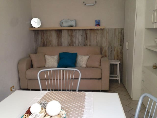 Small house with all comforts 30 m from the sea, Ventimiglia (IM)