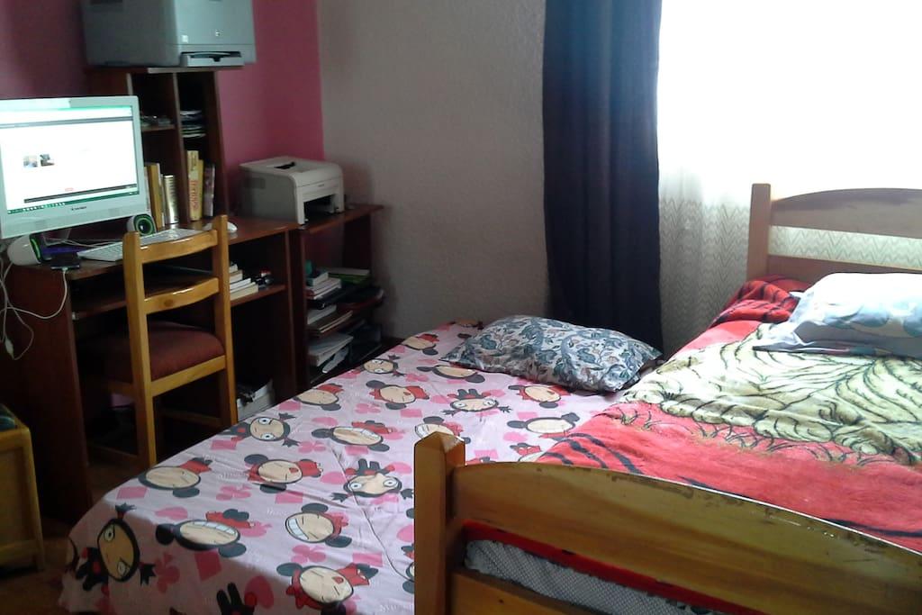 Arreglo de habitación (B) con dos camas. Bedroom (B) with two beds.