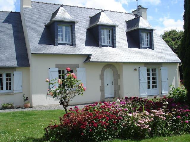 chambre dans charmante maison à la campagne - Lanhouarneau - Dům