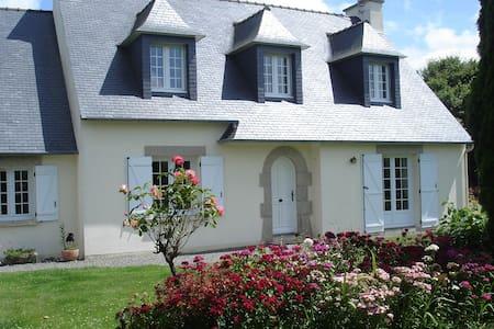 charmante maison à la campagne, loue chambre - Lanhouarneau