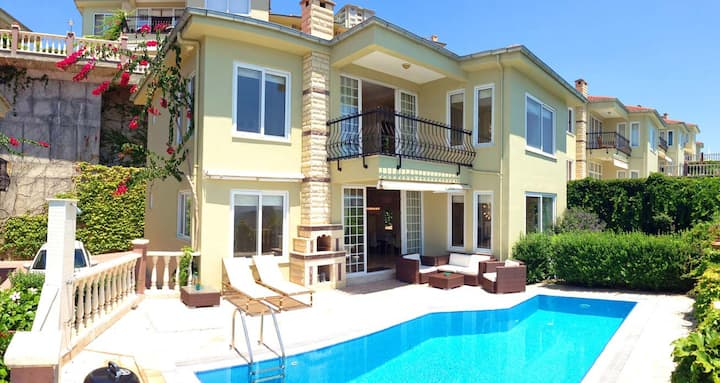 Villa with pool in 5 star complex Gold City Alanya