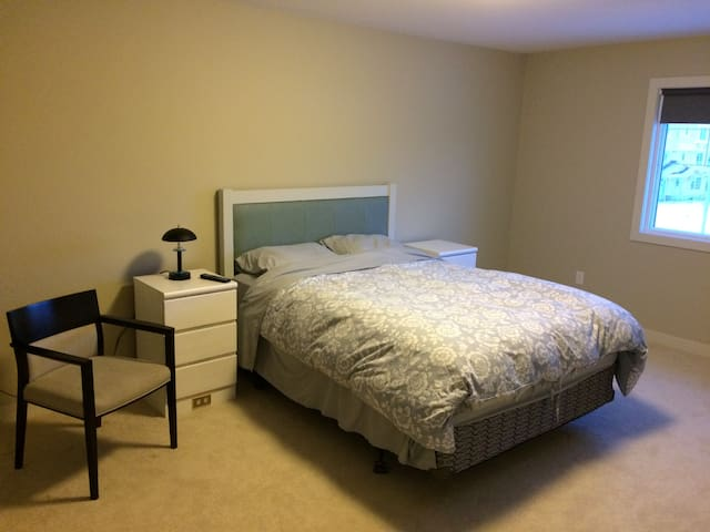 Spacious Master Bdrm w/ Private Ensuite - Sherwood Park - House