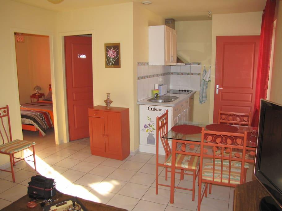 t2 meuble a louer sur courte duree appartements louer. Black Bedroom Furniture Sets. Home Design Ideas