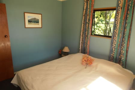 Leafy Lane Accommodation downstairs room - Lower Moutere