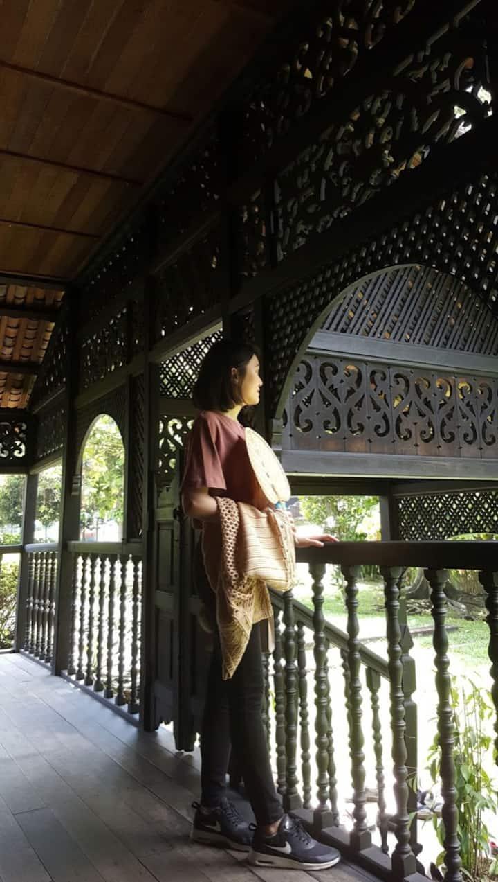 The guest enjoying the kampung feel