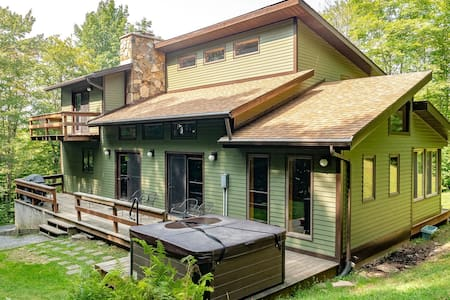 Mountainside 86 - Lake Access, Hot Tub, Pet Friendly, Air Conditioning on Main Level