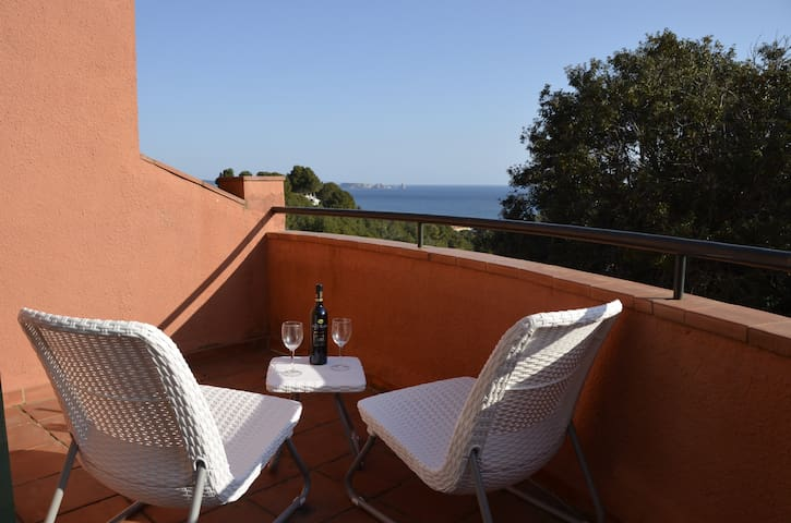 Sea Views Attractive gardens and community pool - Begur