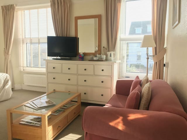 Small, family run Bed & Breakfast near Seafront