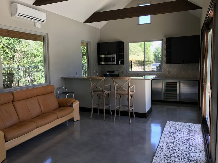 Seperate 600 sq ft casita with all amenities needed for a quite get away.