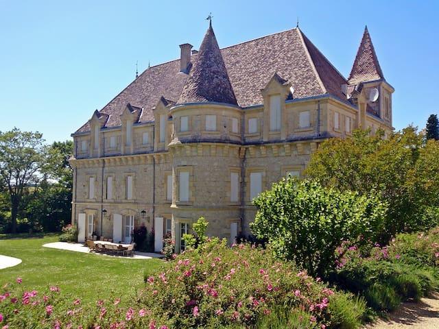 Chateau in Castelsagrat