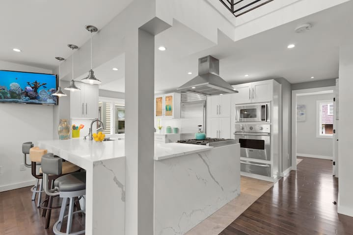 STUNNING & EXCEPTIONAL  Luxury 3 Bed/3BATH Home!