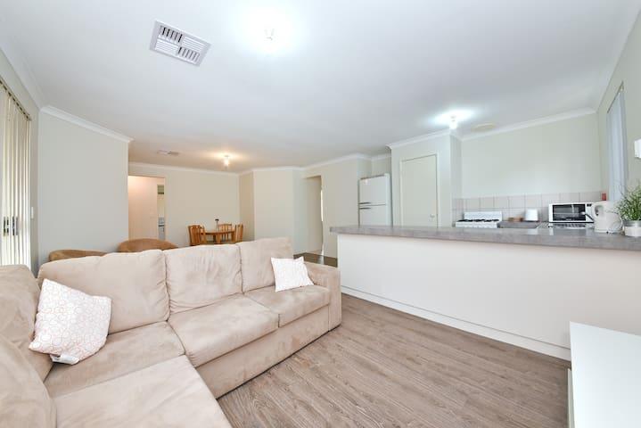 Single Room, Marquis Street, Bentley ID 2182 - Bentley - House
