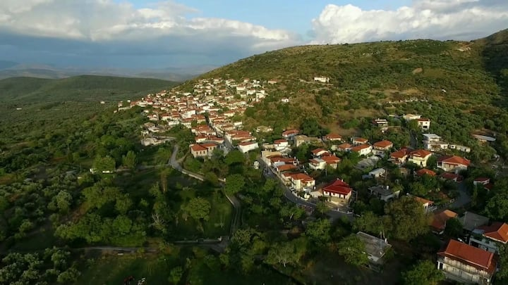 Relax & Roam in mountainous village, 20 min to sea