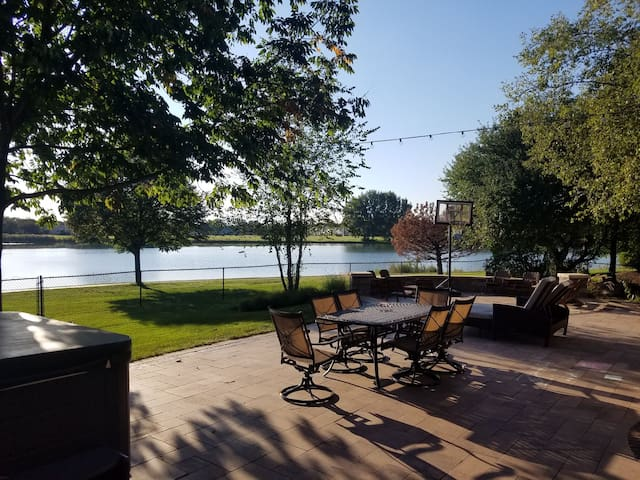 Your Very Own Lake House w/Pool Table & Bar