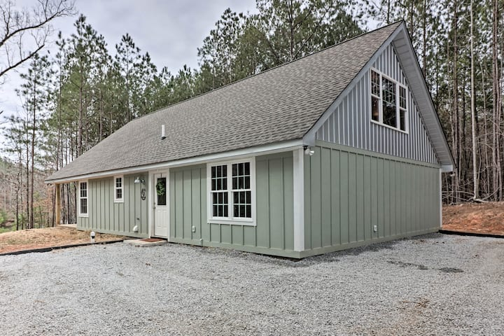 Peaceful Family Cabin on 10 Acres w/ Game Room!
