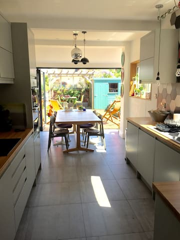Stylish 3 Bed Terraced House Hove - Hove - House