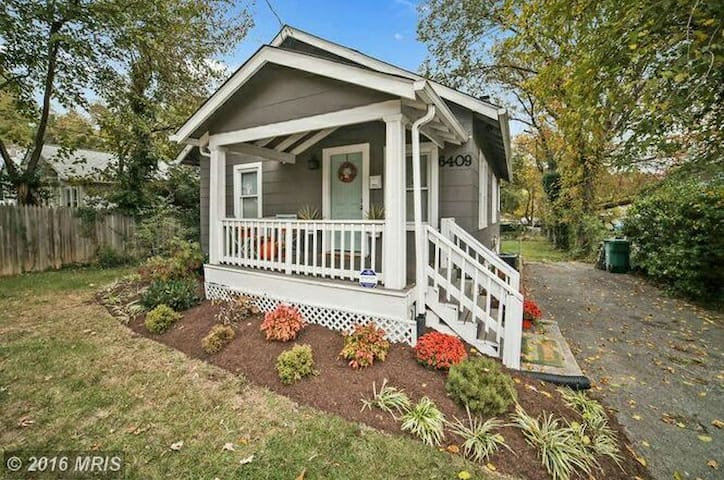 Charming Bungalow, minutes from DC - Takoma Park - House