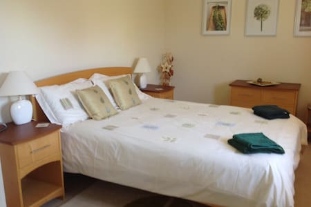 Quality, ensuite room near Lichfield, NMA + A38