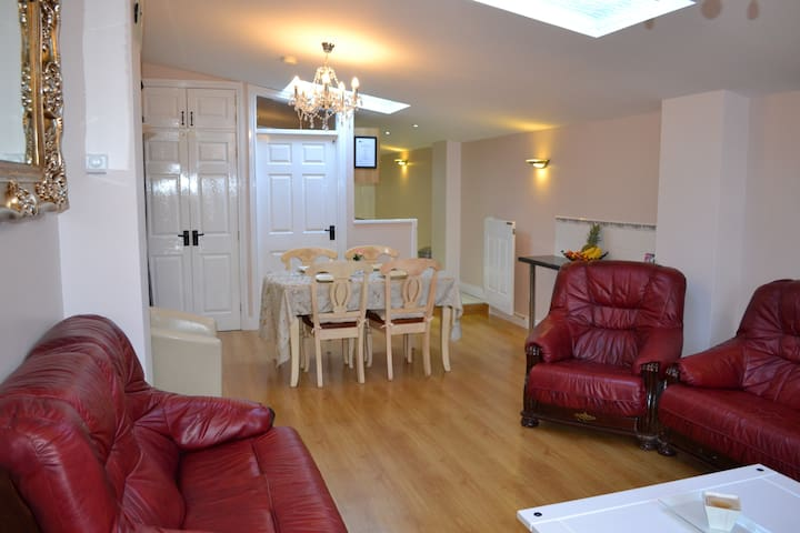 Cleomack View, Modern Getaway in the Mournes - Hilltown - Apartment