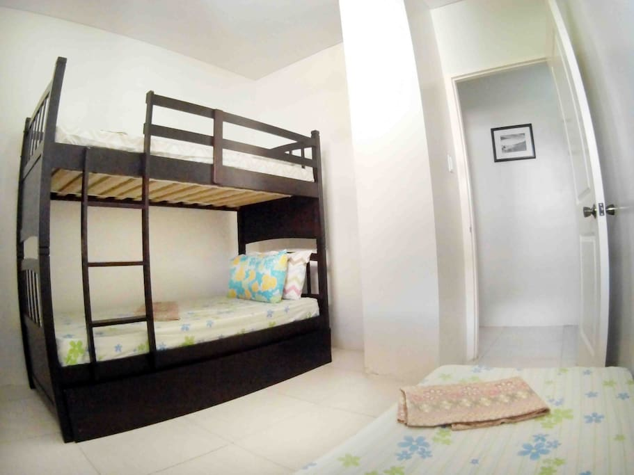2nd room: double deck with pull out and single bed