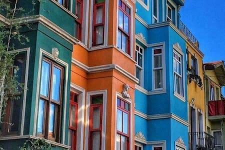 ANTİK SÜİT TARİHİ DOKUSUNU KATBETMEMİŞ OTANTİK YER - Стамбул - Гостевой дом