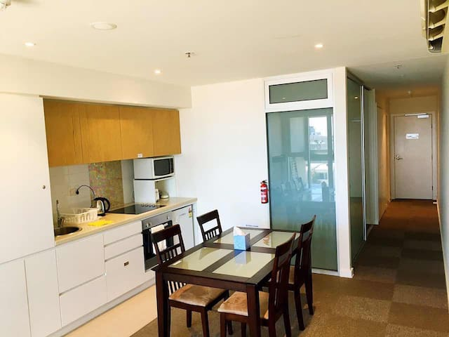 Modern CBD secure apartment (new) - Adelaide - Apartment