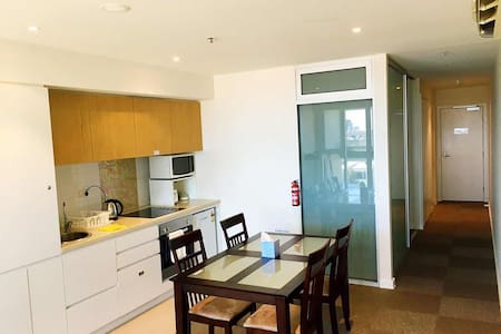 Comfortable one bedroom secure apartment - Adelaide - Apartment