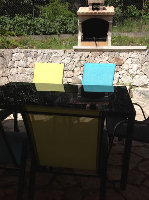 Terrasse ombragée et privative avec barbecue