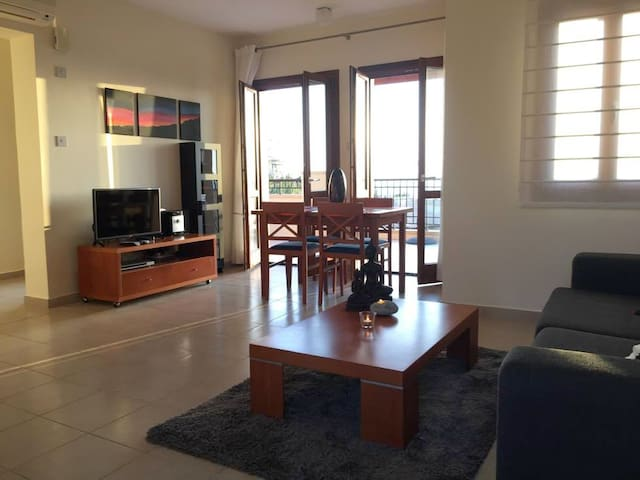 Spacious 2 bedrooms,seaview terrace - Kouklia - Lakás