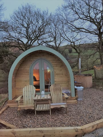 Luxury Glamping Pod with hot tub (extra)