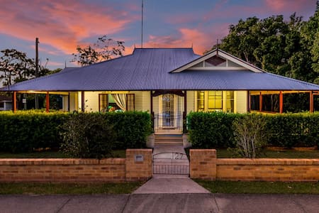 """Ithaca"" Historic Weatherboard home - Grafton - Huis"