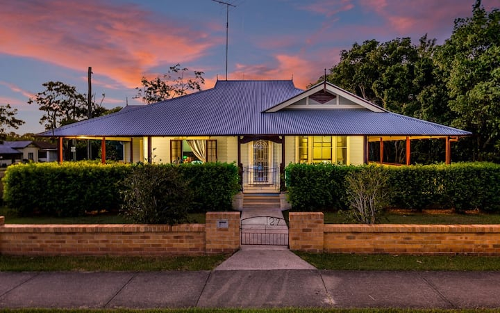 """Ithaca"" 100 year old Historic Weatherboard home."