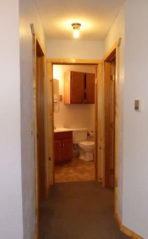 Room 10 Efficiency Apartment Single Night