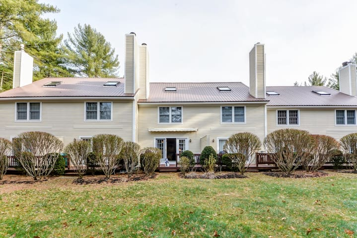 NEW LISTING: Multilevel townhouse just minutes to No Conway. Pool, AC  Wifi! - 10 Cedar Creek