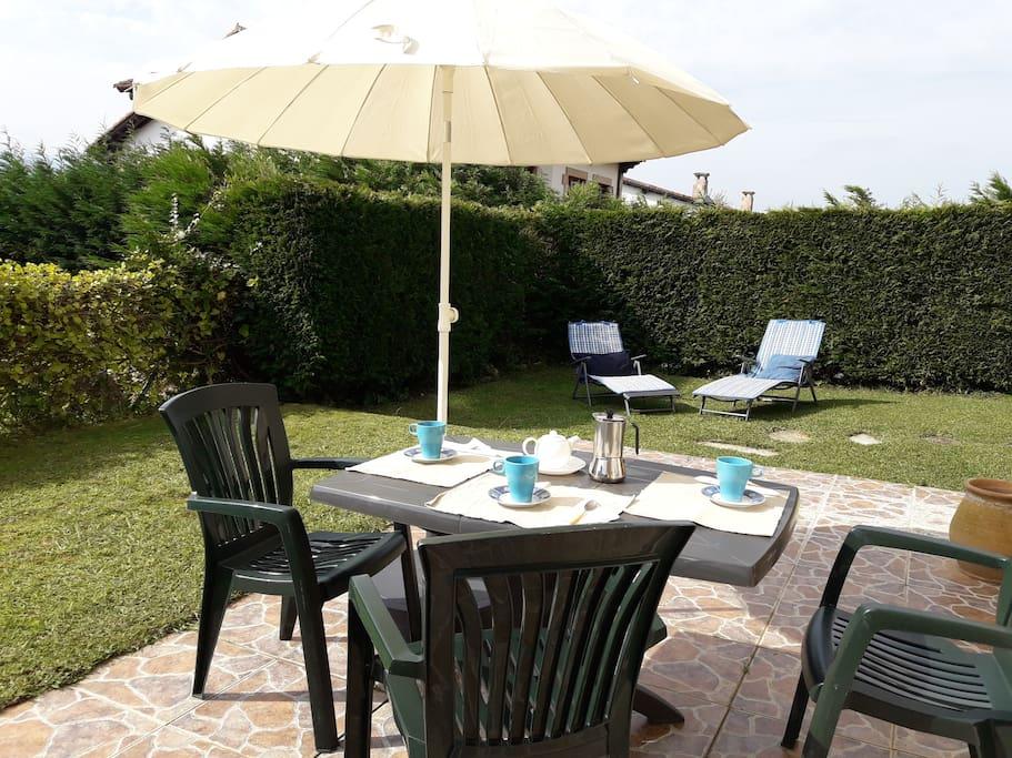 Apartamento con jardin apartamentos en alquiler en san for Alquiler bajo con jardin madrid