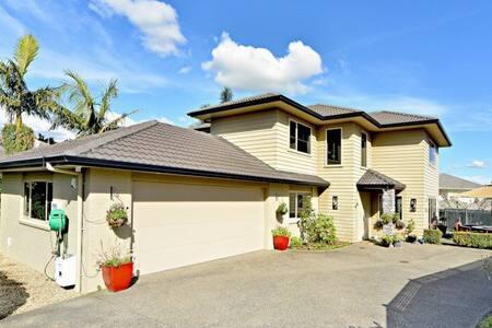 安静高端奥克兰植物园小区 舒适5房,步行至植物园,15分钟车程到机场 - Auckland