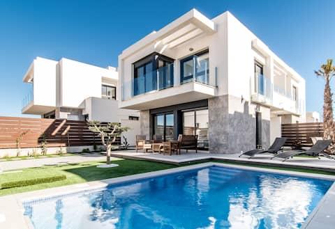 new, modern villa, private pool, quiet area