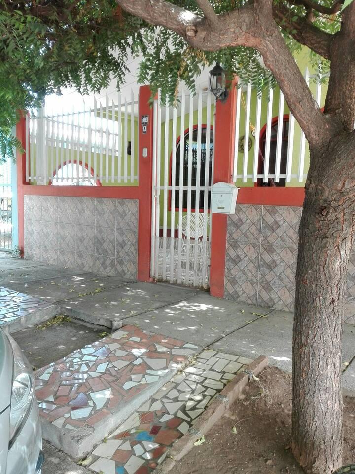 Habitación privada en complejo residencial seguro.