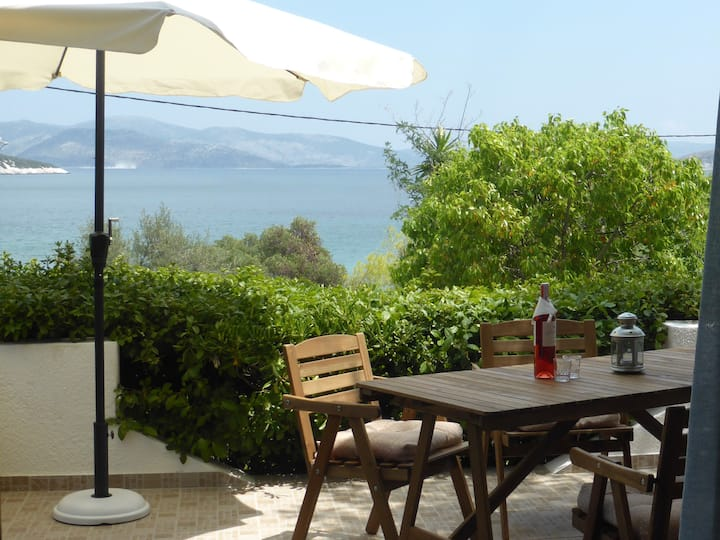 AEOLIA Beach Apartment close to Athens