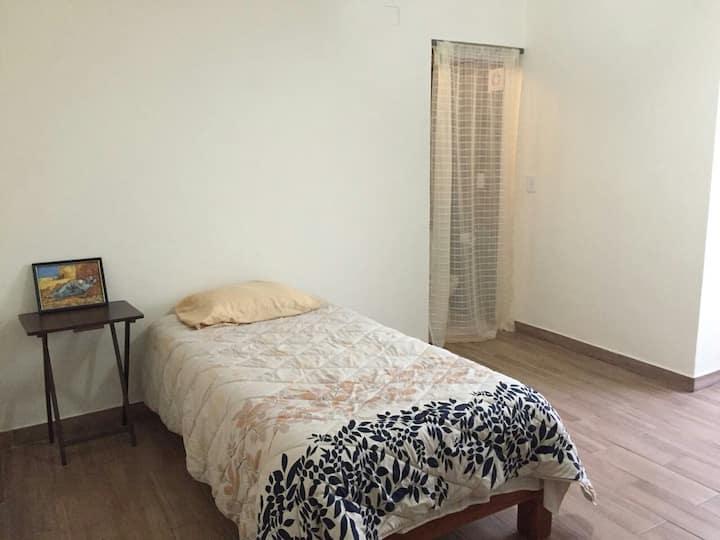 agradable habitación privada en  planta baja