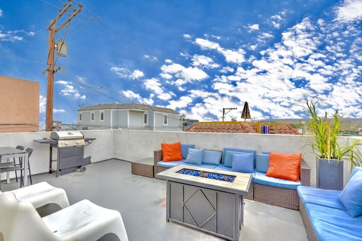 Oceanview Home+Huge Rooftop Deck sleeps 10+Garage☀
