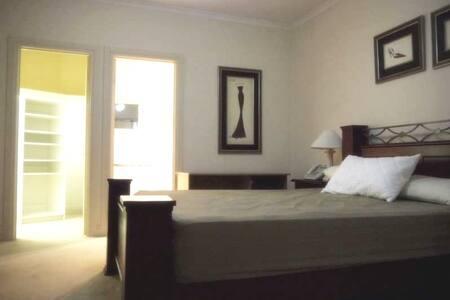 Elegant Modern Large room, Ensuite, Walk-in-Robe - Collinswood