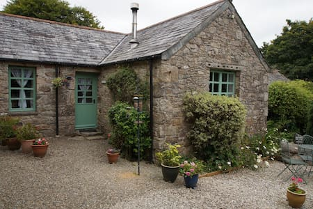 Rosemary Cottage - Charming and  Pet Friendly
