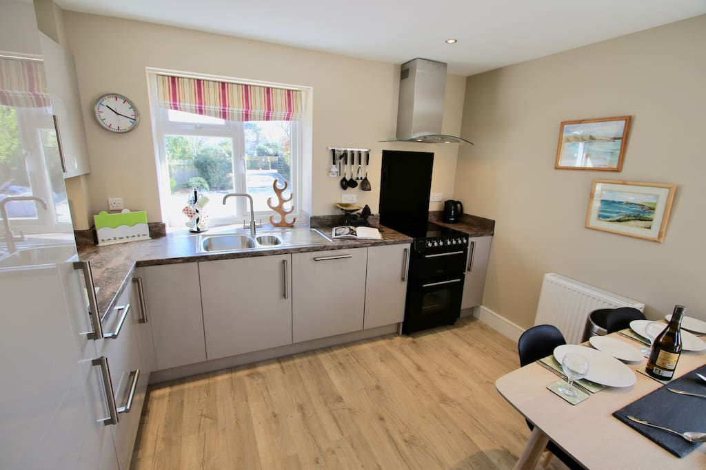 Extensively equipped kitchen with knives that cut and plenty of saucepans