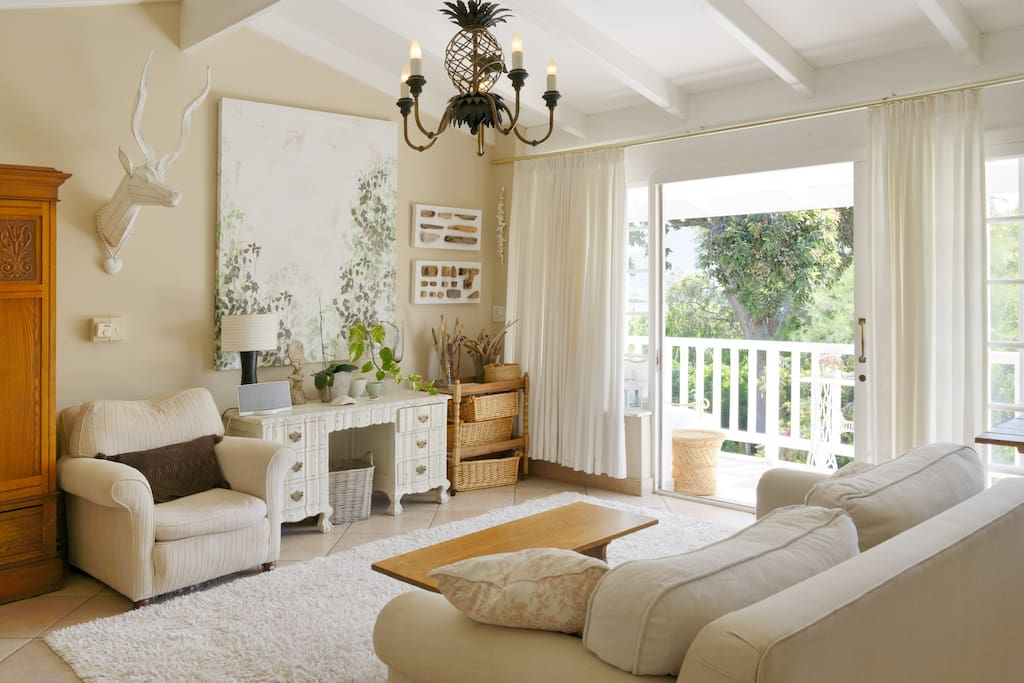 Sea view Lounge / bedroom with french doors and media centre